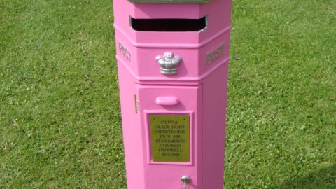 VR postbox PINK