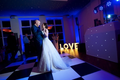 Shottle LOVE first dance (1024x682) (400x266)