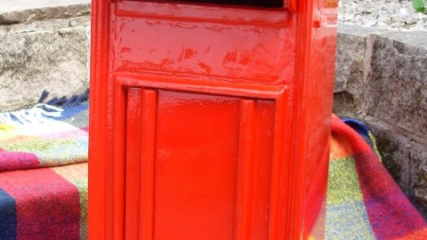 VR red postbox